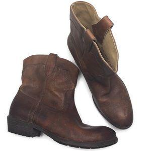 Frye Carson Lug Distressed Brown Short Boot Sz 8.5